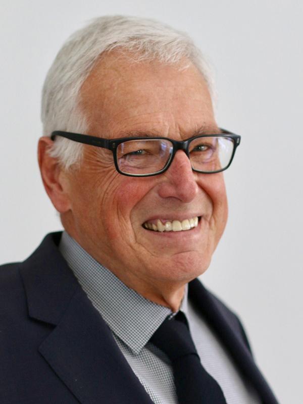 Dr. Eckart Sauer